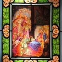 """Vitráž """"Panna Maria s Ježíškem a anděly"""""""